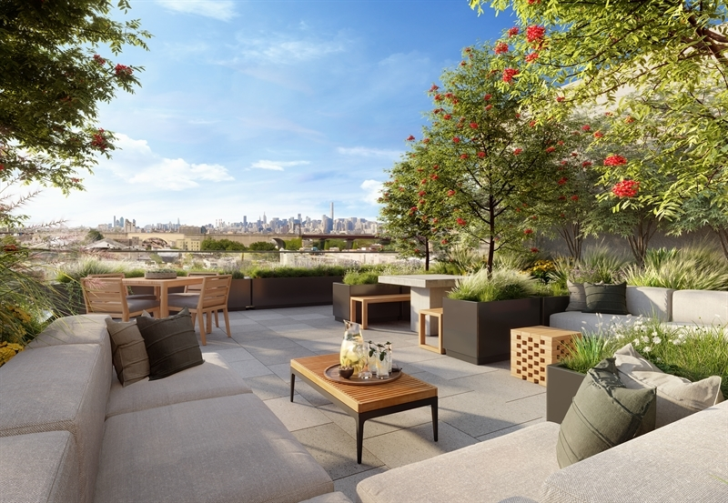 The curated roof terrace is accompanied by expansive views of Manhattan and the horizon beyond. Lined with cabanas and outfitted with a chef's grilling station, the terrace offers endless entertaining opportunities.
