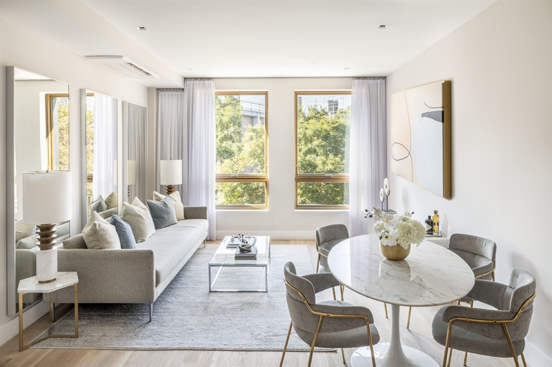 All of the one-, two-, and three-bedroom residences in this newly constructed five-story brick building enjoy abundant light as well as charming views over the tree-lined streets, neighboring townhomes, and boutique-scale properties.